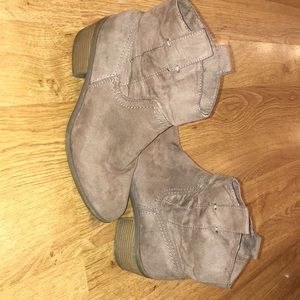 Shoes - Brown, healed ankle boots!